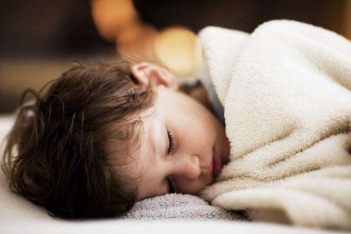孩子晚上睡觉总磨牙怎么回事,该怎么防治?
