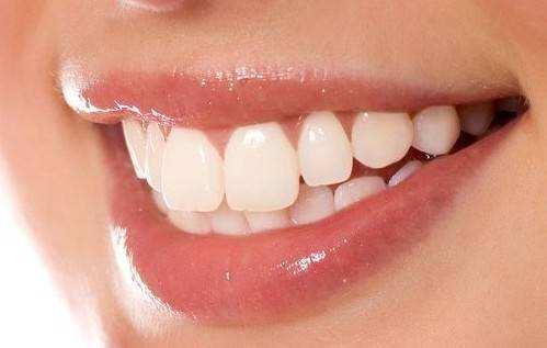 牙齿矫正后的护理