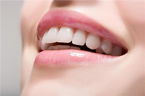 """什么是""""牙齿外突""""?"""
