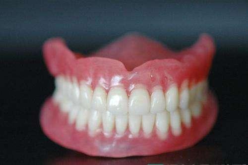 安个假牙多少钱?